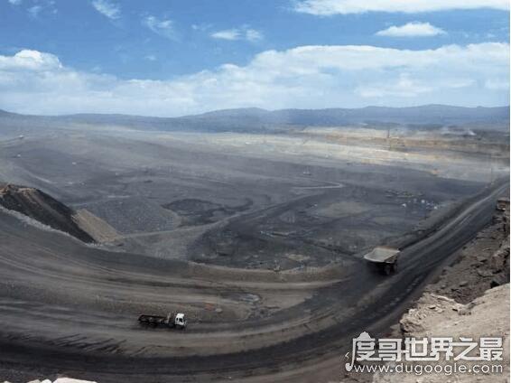 中国最大的露天煤矿,山西安太堡露天煤矿(地质储量约126亿吨)