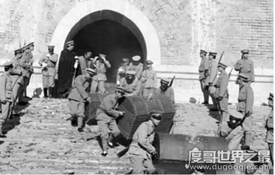 盗慈禧墓的孙殿英怎么死的,在解放河南汤阴是被抓(后因病逝世)