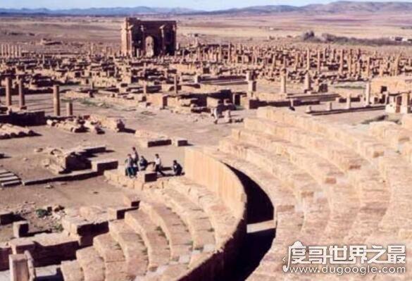 被毁灭的庞贝古城是哪个国家的,位于意大利(因火山大爆发二被毁)