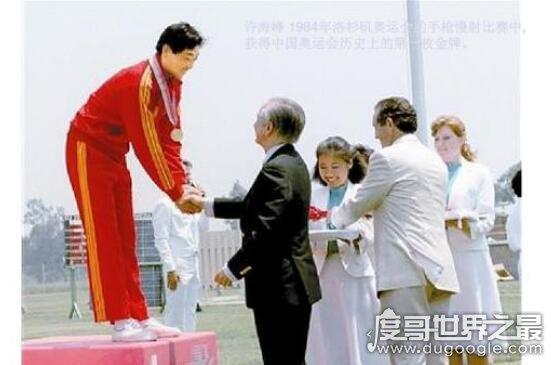中国第一个奥运冠军,许海峰在1984年洛杉矶奥运会上首夺金牌