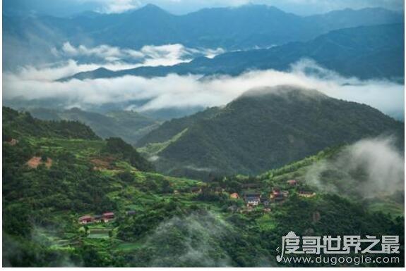 天姥山位于什么地方,位于绍兴市新昌县儒岙镇(是一处洞天福地)