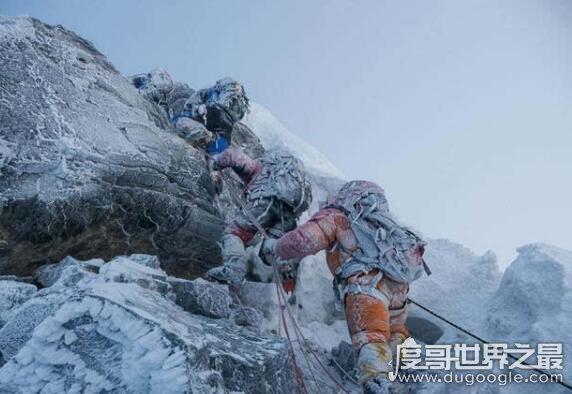 珠峰为什么不能过夜,环境太过恶劣(睡着后就容易再也醒不过来)