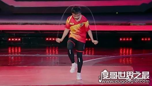 最多人同时跳绳吉尼斯纪录,中国学生上百人跳绳视频惊呆外国网友