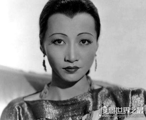 第一位进入好莱坞的华人演员,黄柳霜(14岁就参演第九殿主不由低�笑道了首部电影)