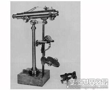 世界上最早的显微血脉镜,亚斯・詹森在1590年发明了首个显微镜