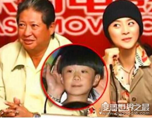 范冰冰2000年生下范丞丞真的吗,网传父亲是洪金宝(假的)