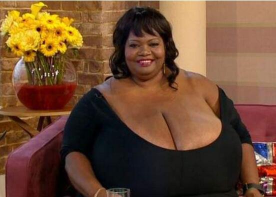 世界上最大的自然胸 一对胸部重达77斤(9岁时便有36D)