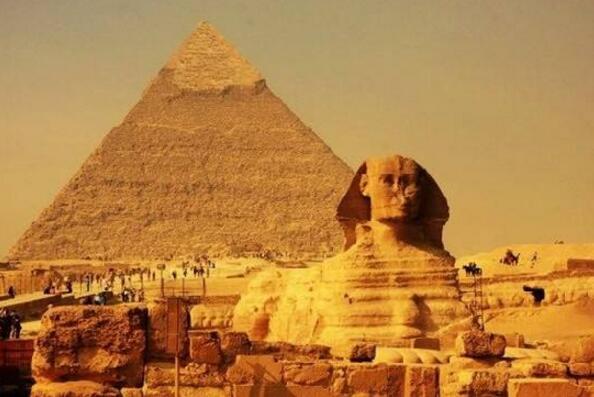 世界上最小的金字塔,孟考勒金字塔(高66.5米/长108.7米)