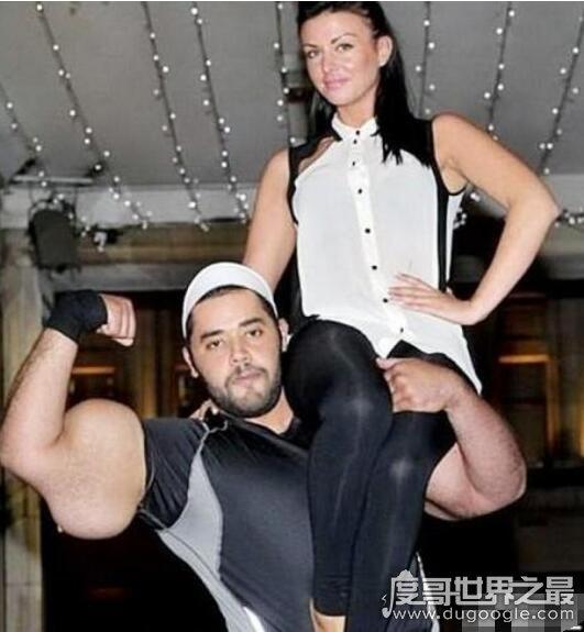 世界上二头肌最大的人 穆斯塔法·伊斯梅尔(臂围79厘米)