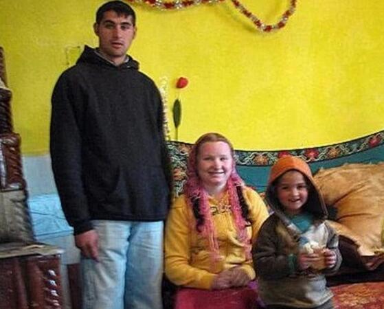 世界上最年轻的父母,妈妈12岁/爸爸13岁(来自罗马尼亚)